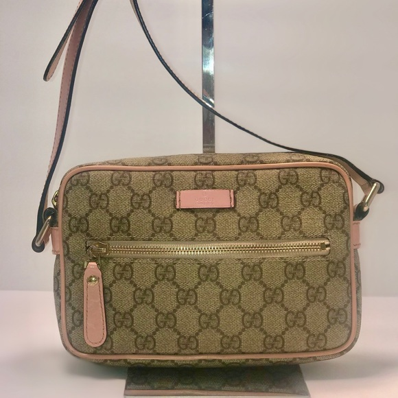 3d80bf1a9b03 Gucci Handbags - Authentic Gucci GG Monogram Beige/Pink Sling Bag